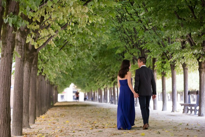 Paris Engagement Photographer - Paris family photo tours
