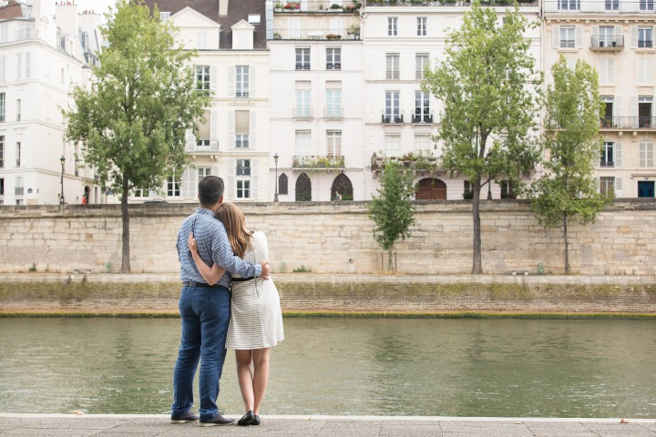 Paris Romantic Couple Photographer - Paris photo session tours (2)